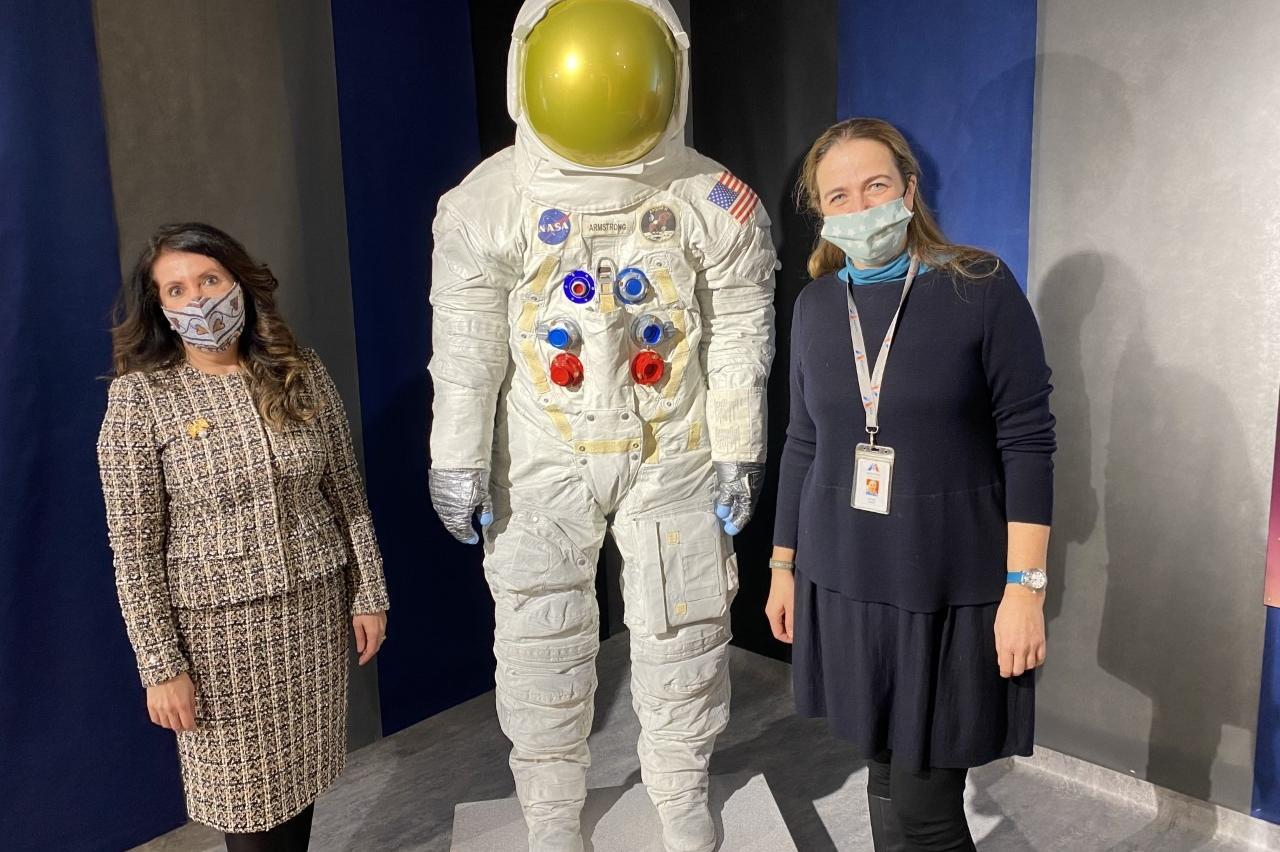 Костюмът на Армстронг от мисията до Луната може да се види в София