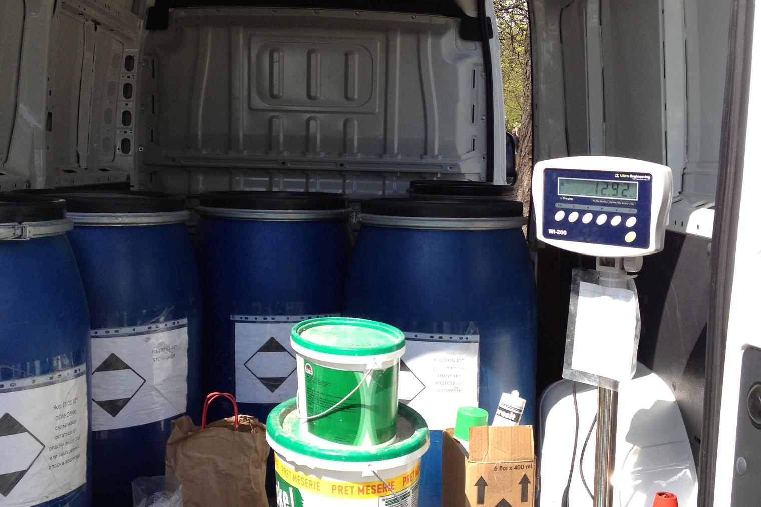 """Мобилен пункт в """"Нови Искър"""" събира опасни отпадъци от домакинствата"""