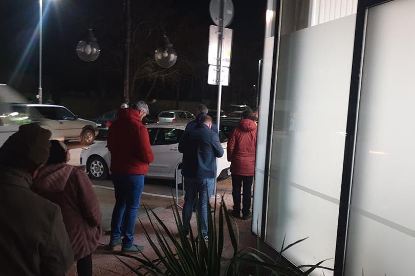 В столицата продължават опашките пред куриерските офиси
