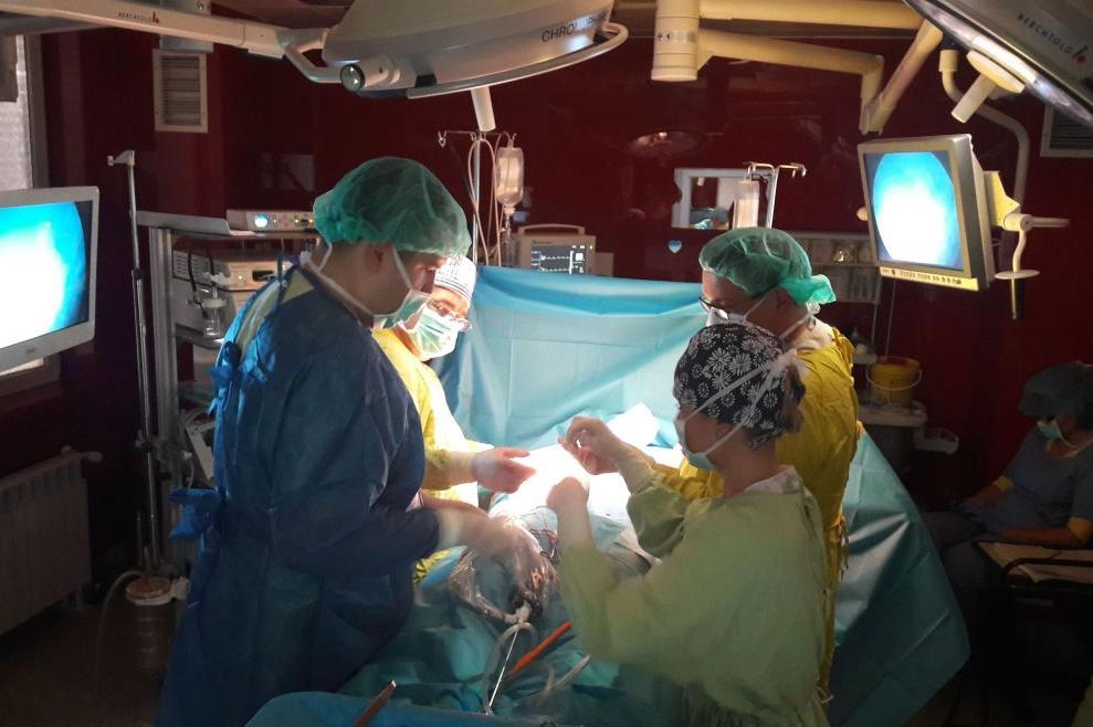 """Екипи на """"Пирогов"""" и ВМА спасиха бебе с рядък тумор"""