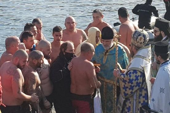 Вячеслав Борисов хвана кръста за трети път на езерото в Дружба (СНИМКИ/ВИДЕ
