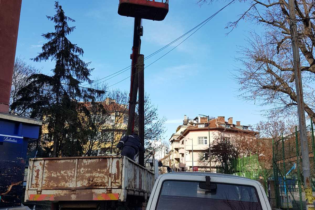 Премахнаха 30 стари електрически стълбове в Лозенец (СНИМКИ)