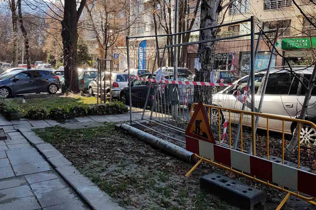 Наложиха санкция за забравени съоръжения на ул. Златовръх (СНИМКИ)
