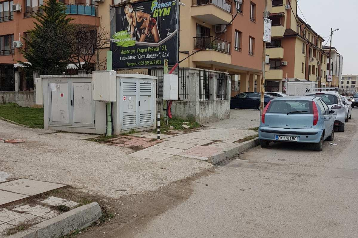 В Лозенец премахнаха незаконни антипаркинг съоръжения и кашпи (СНИМКИ)