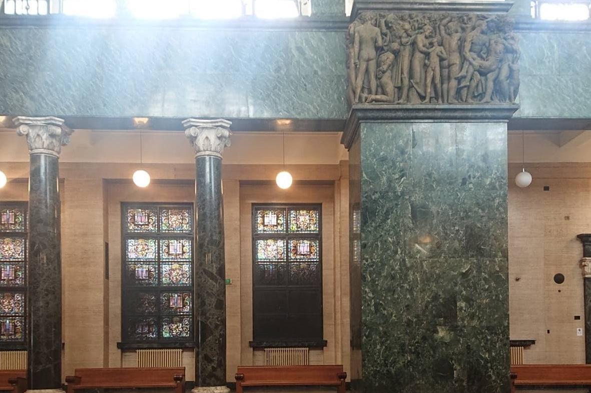 Смут и паника в Съдебната палата заради затъмняване на витринажите