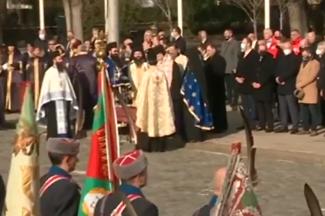 Осветиха бойните знамена пред Паметника на Незнайния воин в София