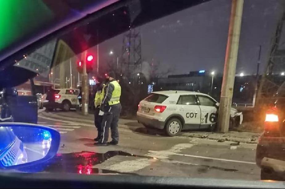 """Кола на СОТ катастрофира в Дружба 1 на кръстовището на Искърско и """"Хр. Колу"""