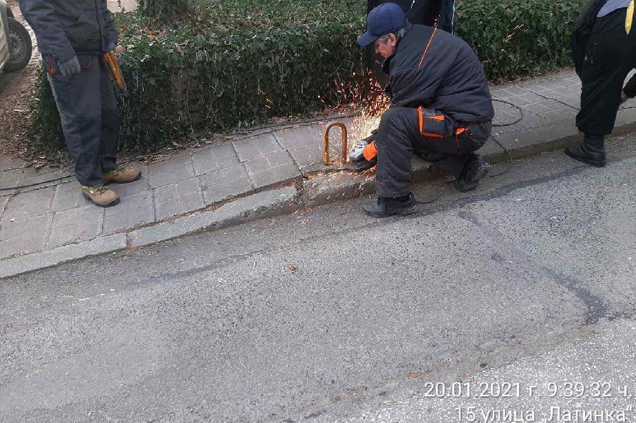 Премахнаха антипаркинг съоръжения на ул. Латинка и бул. Драган Цанков (СНИМ