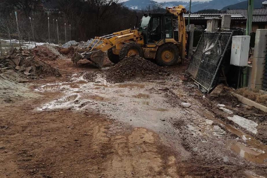 Фирма замърси със строителни отпадъци ул. Скални мостове