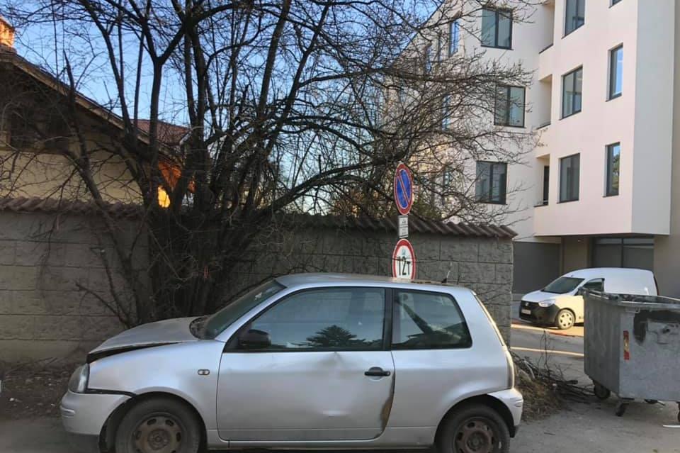 Катастрофирала кола се разпада на ул. Димитър Шишманов