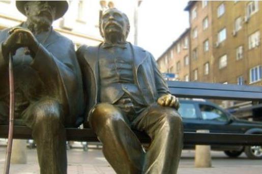 """Светлини над града"" изгряват над площад ""Славейков"""