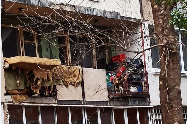 В Лозенец столичани питат: Има ли бедстващ пенсионер в този апартамент?