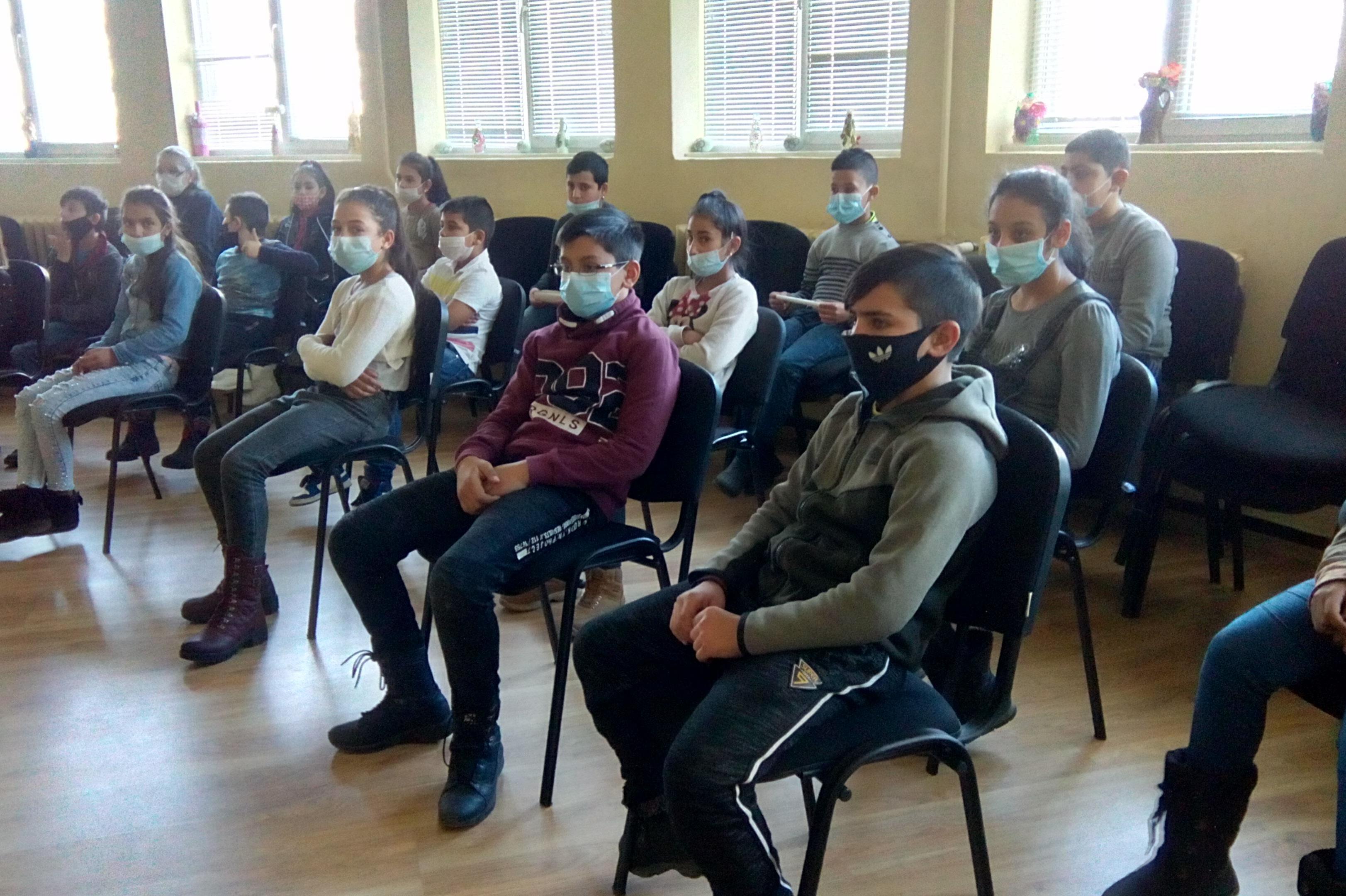 Ученици от 4 клас на 67 ОУ с клетва пред портрета на Васил Левски (СНИМКИ)