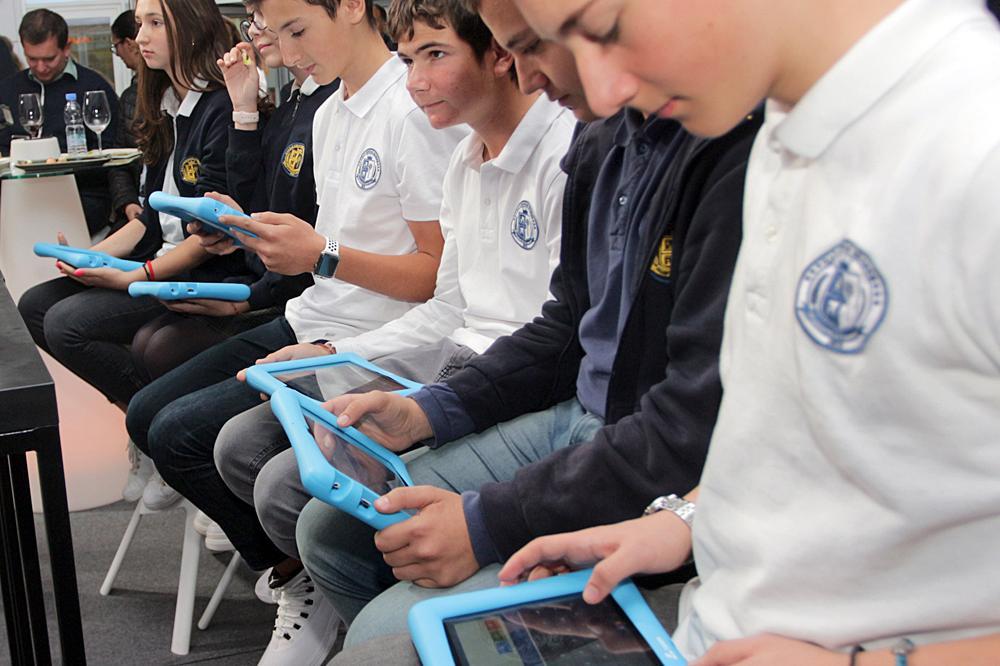 Кои ученици в София се връщат в клас от 4 февруари?
