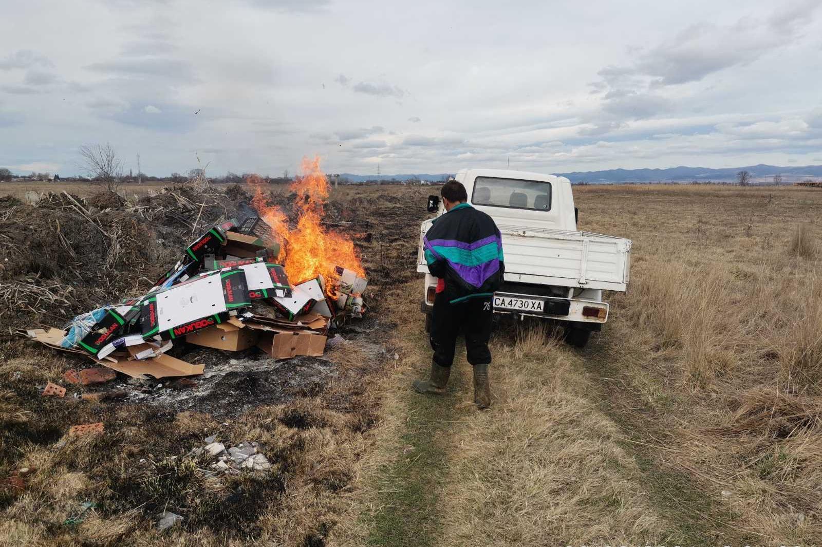 """В """"Панчарево"""" и """"Подуяне"""": Трима глобени за горене на отпадъци на открито"""