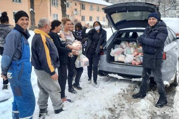 """Добротворци: От """"Бъдеще за Искър"""" раздадоха 150 пакета с храни на нуждаещи"""