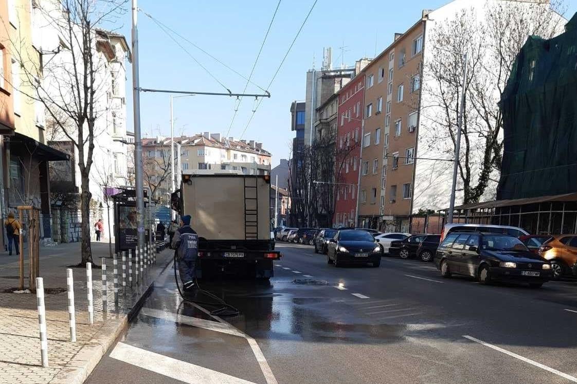 "Бул. ""Патриарх Евтимий"" светна, над 15 екипа лъснаха столични улици"