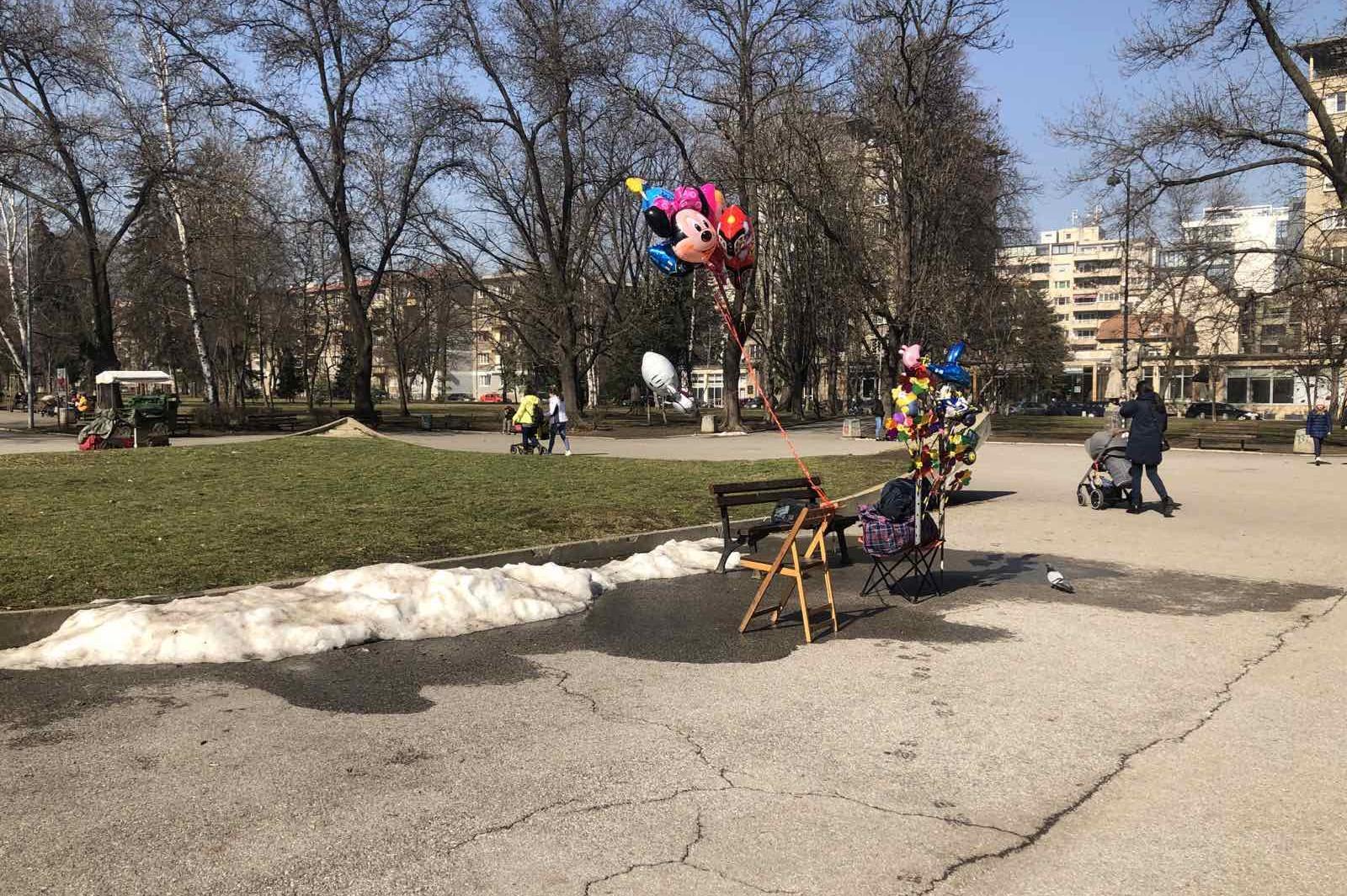 Глобиха търговец на балони в парка Заимов