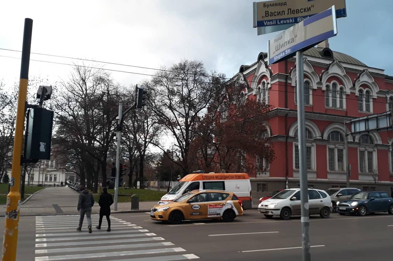 """Премахват """"зебрата"""" на """"Левски"""" при Софийския университет"""
