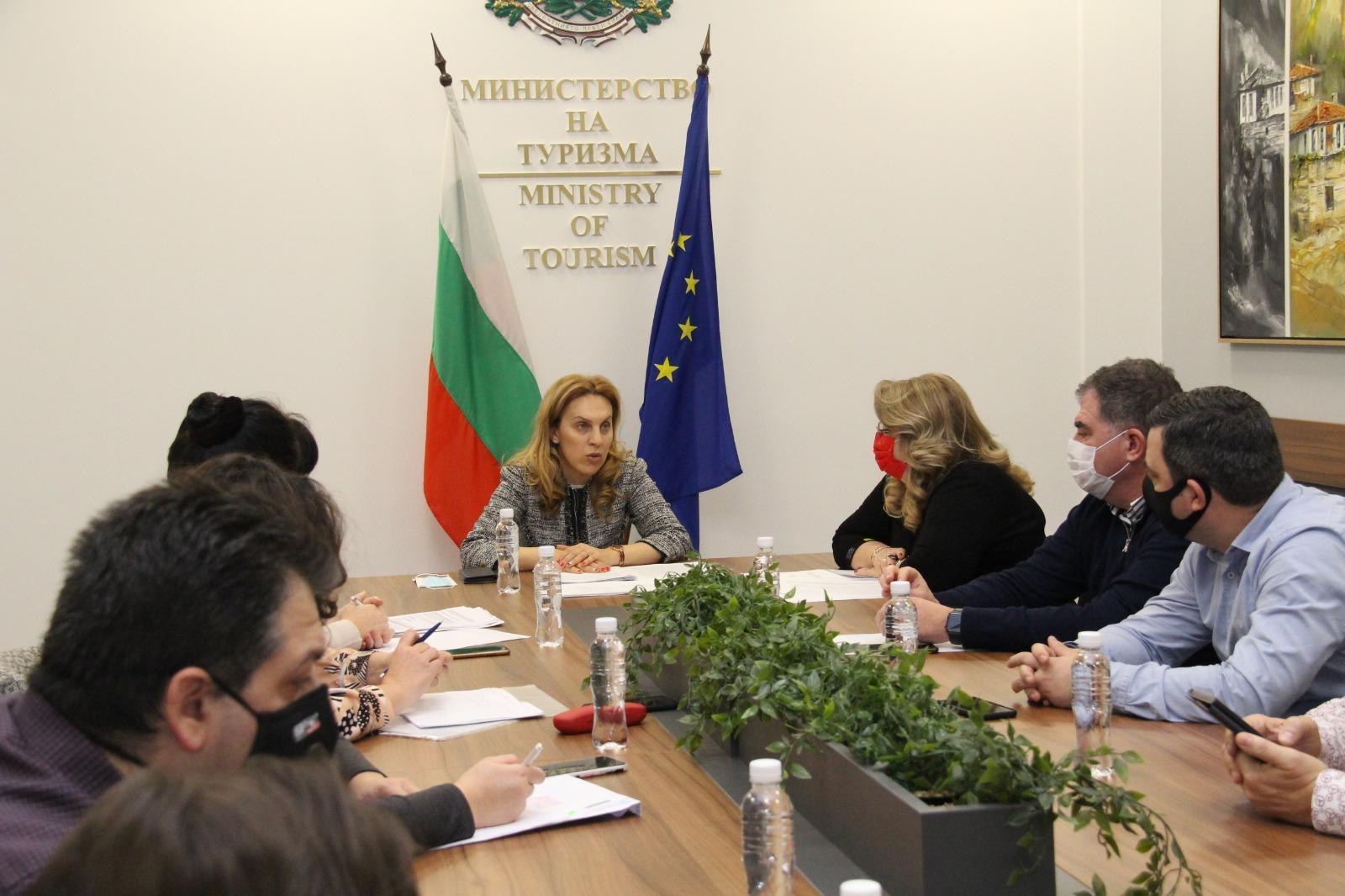 Министърът на туризма  и туроператори дискутираха създаването на Гаранционе