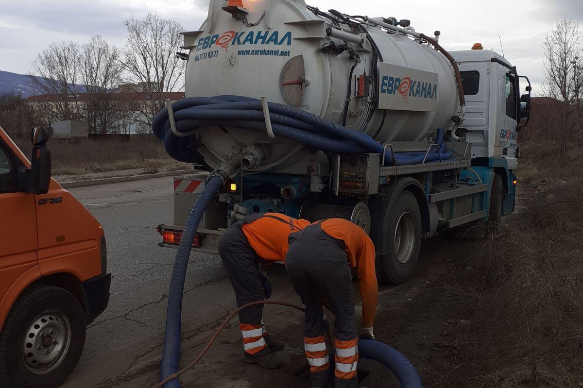 Отпушиха дъждоприемни шахти в Слатина (СНИМКИ)