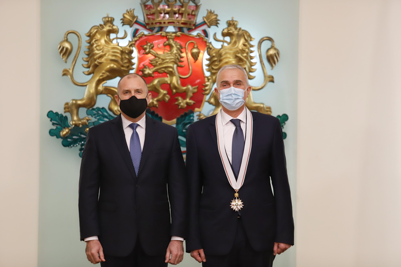 """Проф. Никола Владов от ВМА е удостоен с орден """"Стара планина"""" I степен"""