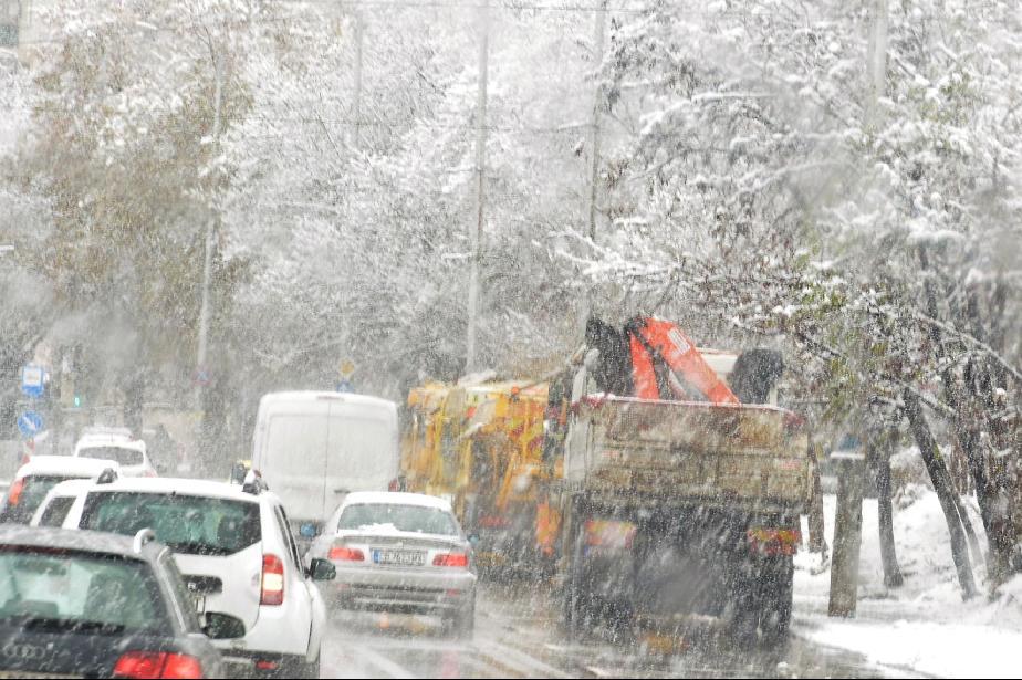 Опесъчават пътищата на Витоша заради обилен снеговалеж