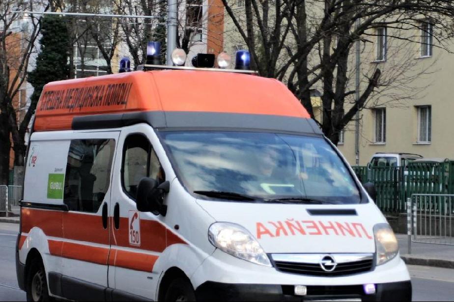 """44-годишен мъж е откаран във ВМА след побой в """"Хаджи Димитър"""""""