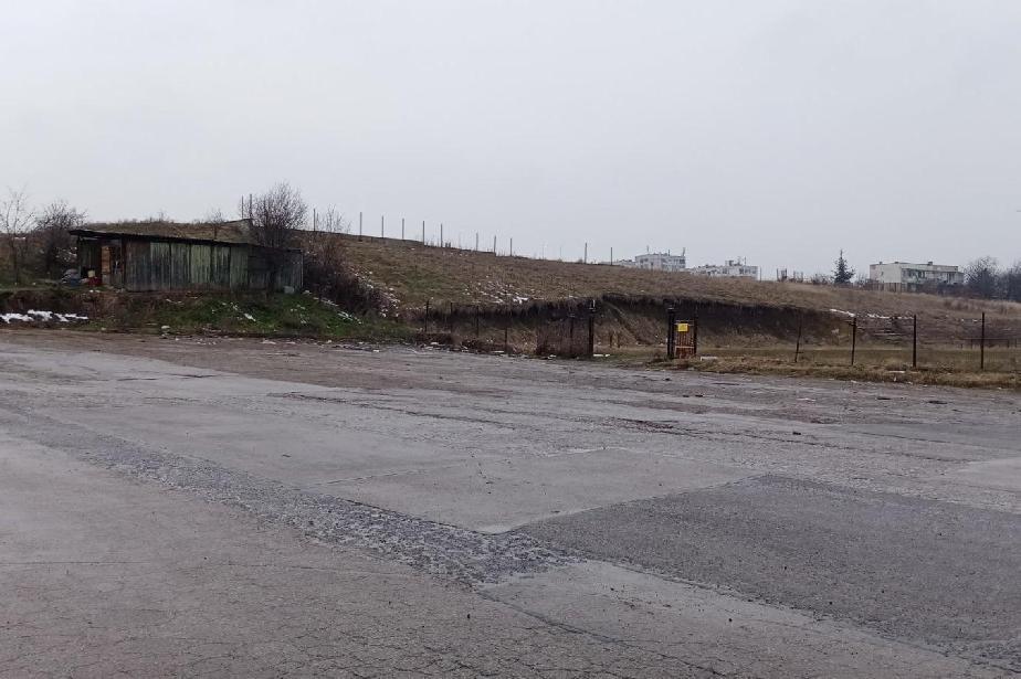 """След 5 дни работа: Махнати са над 400 захвърлени гуми от стадиона в """"Горубл"""