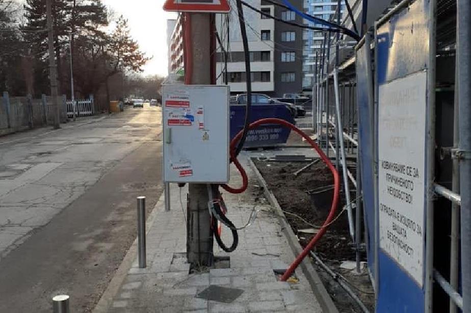 """В """"Изгрев"""": Махат кабели от стълбове, проверяват павилиони и шахти"""