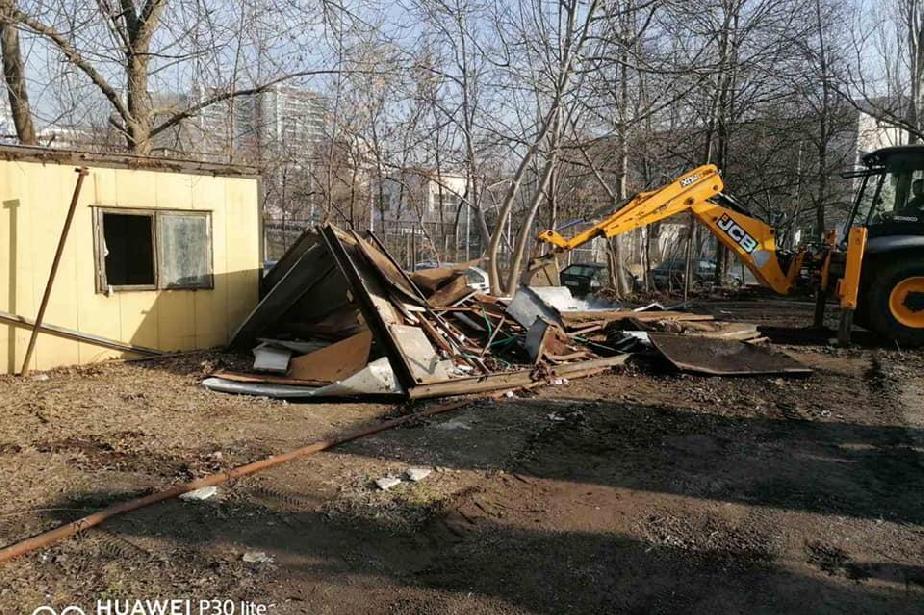 """Стартира разчистване на общинските имоти на ул. """"Св. Пимен Зографски"""" 13"""