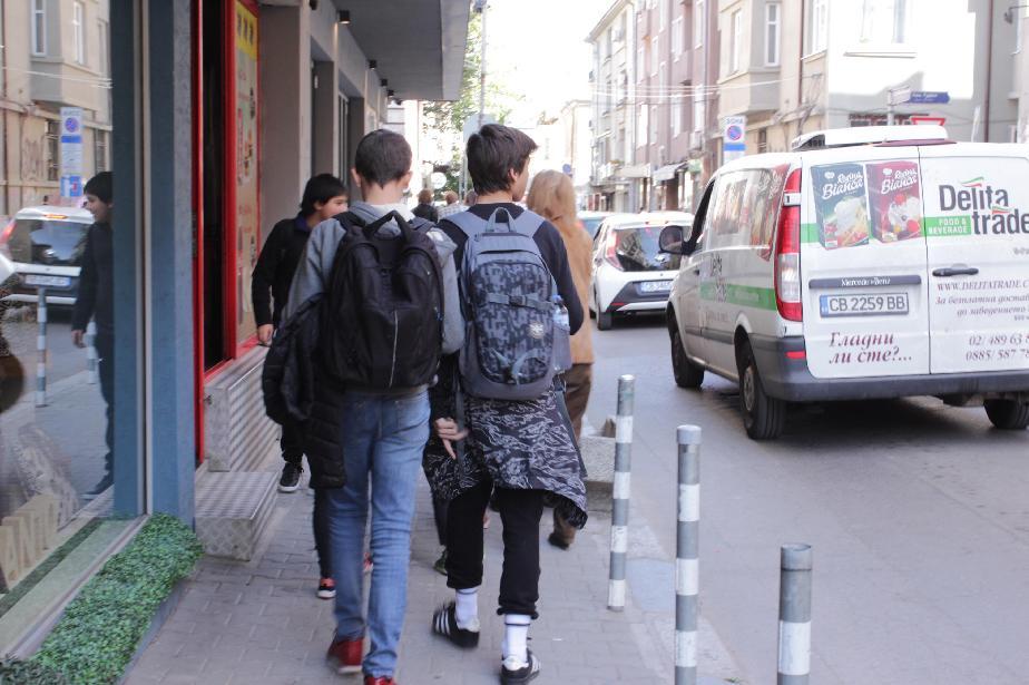 От 1 март в София и страната: Отварят образователните центрове, пускат екск