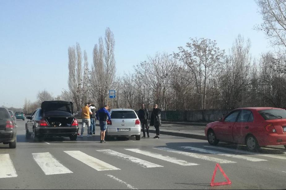 """Кола блъсна жена на пешеходна пътека на бул. """"История Славянобългарска"""" в с"""