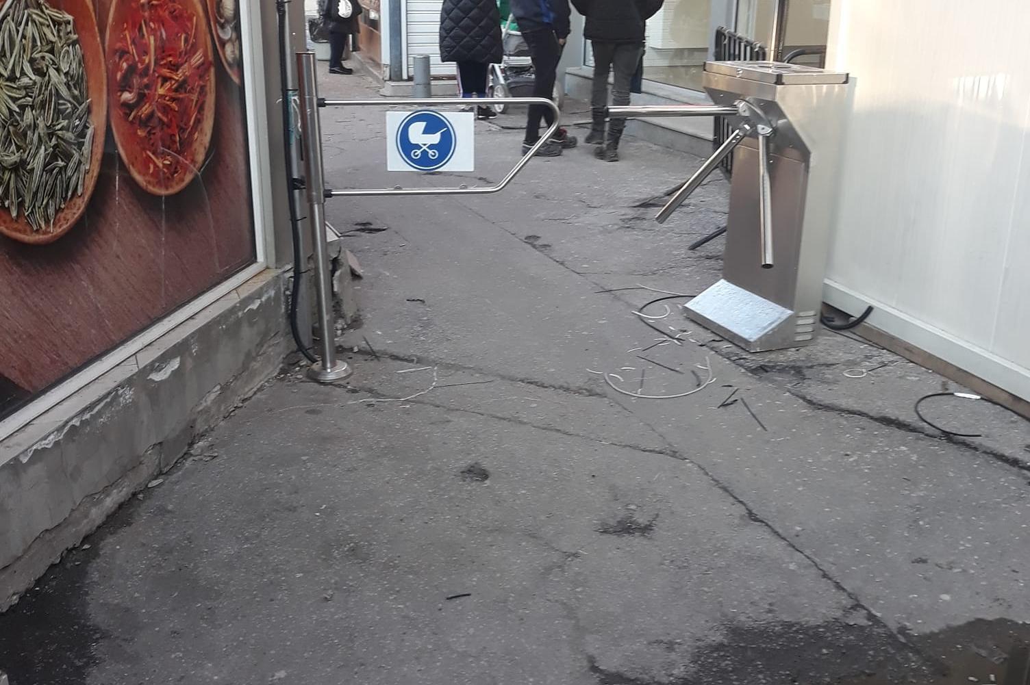 """На пазара """"Красно село"""" въведоха вход за майки с колички"""