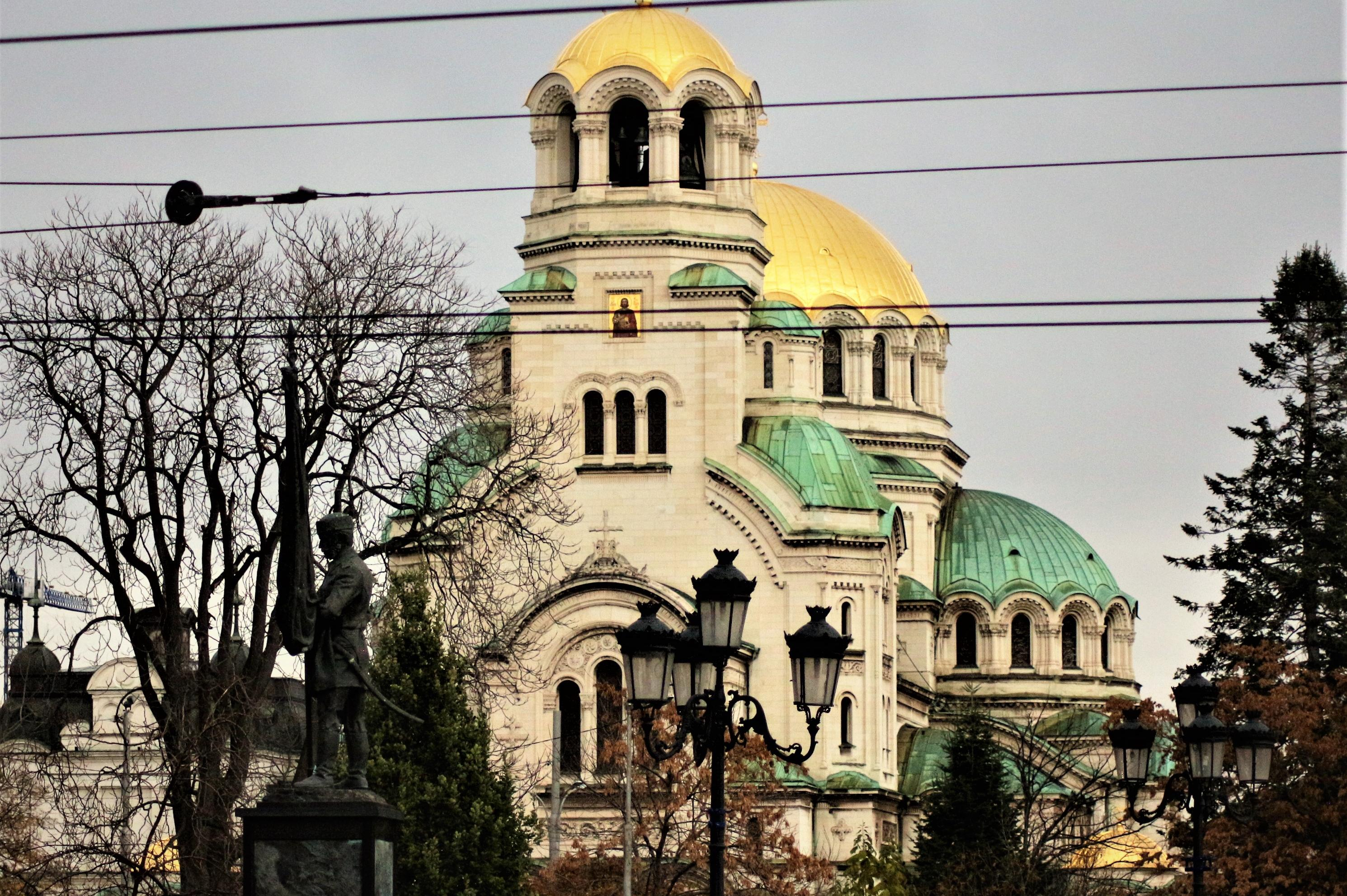 """С панихида и молебен в столичната катедрала """"Св. Александър Невски"""" отбеляз"""