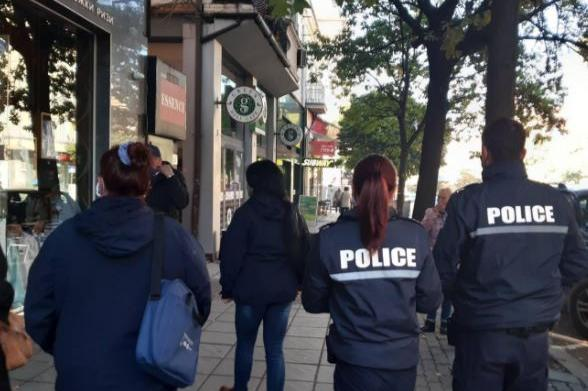 Няма да разхлабват COVID-мерките за магазините в София и страната