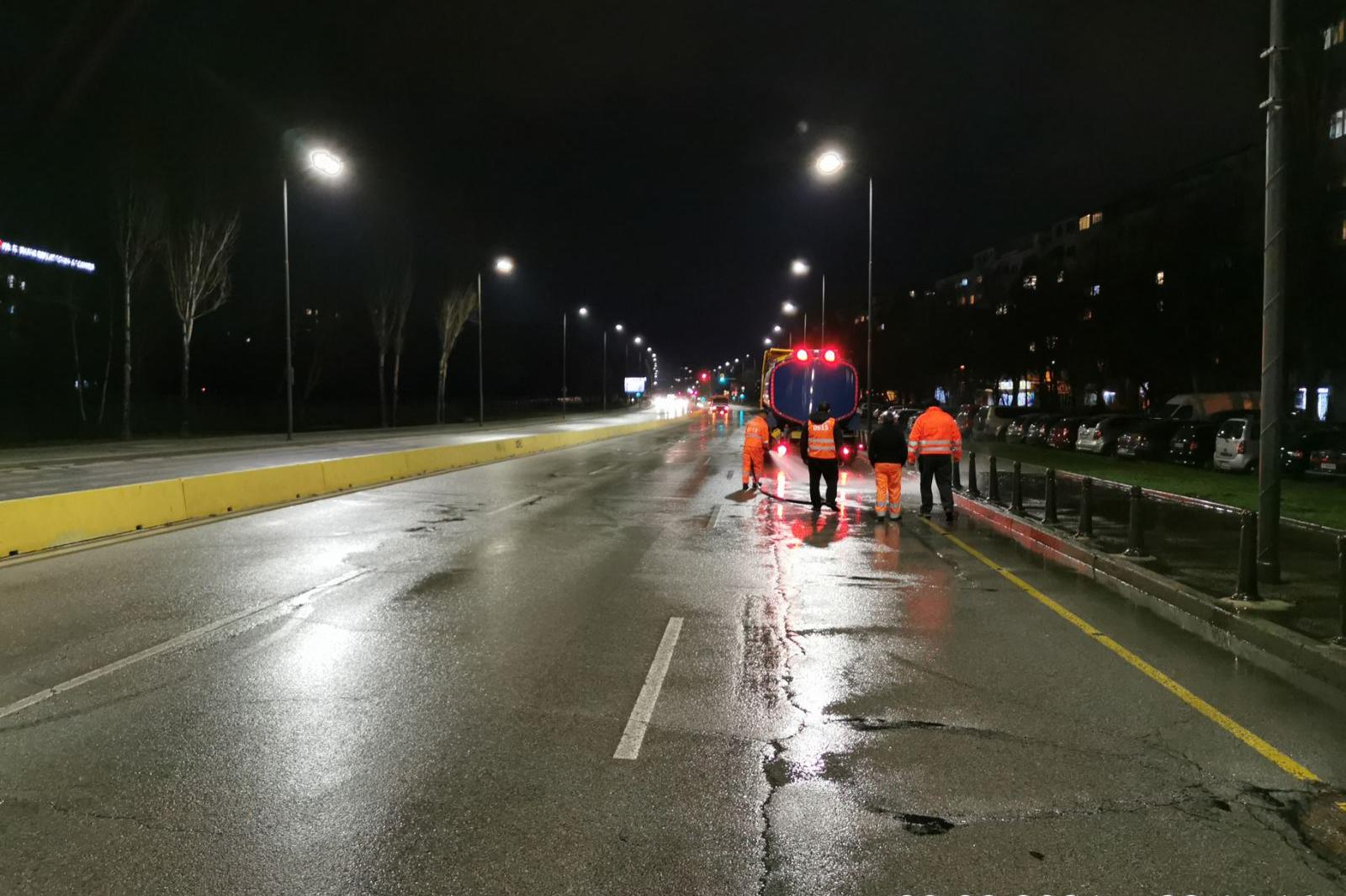Мият основни столични улици и булеварди (СНИМКИ)