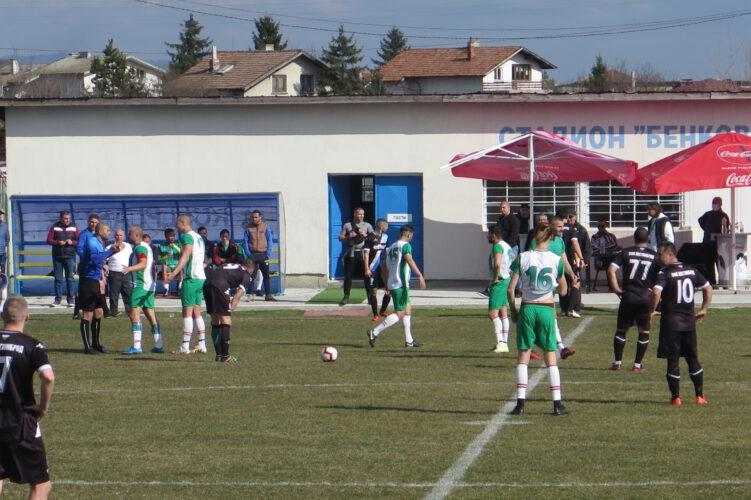 Футболисти от IV дивизия се биха на мач в Костинброд