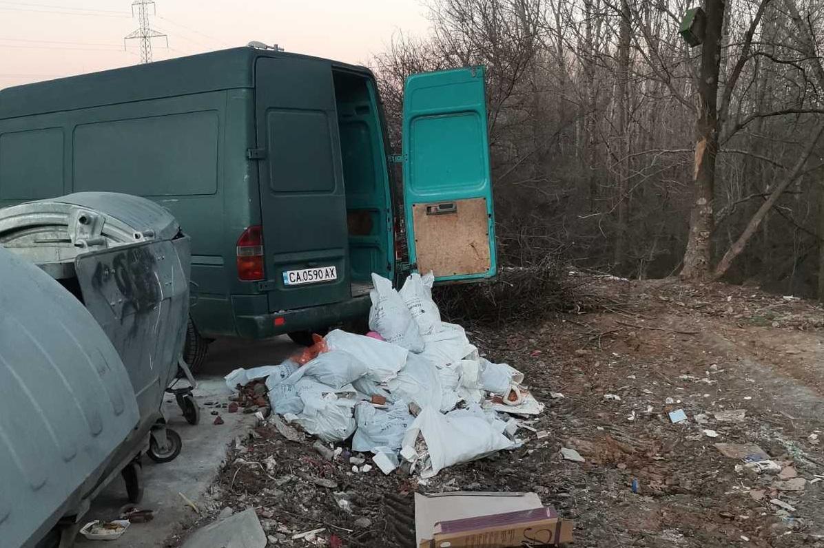 Глоба от 300 до 1000 лв. за изхвърлени отпадъци в м. Камбаните