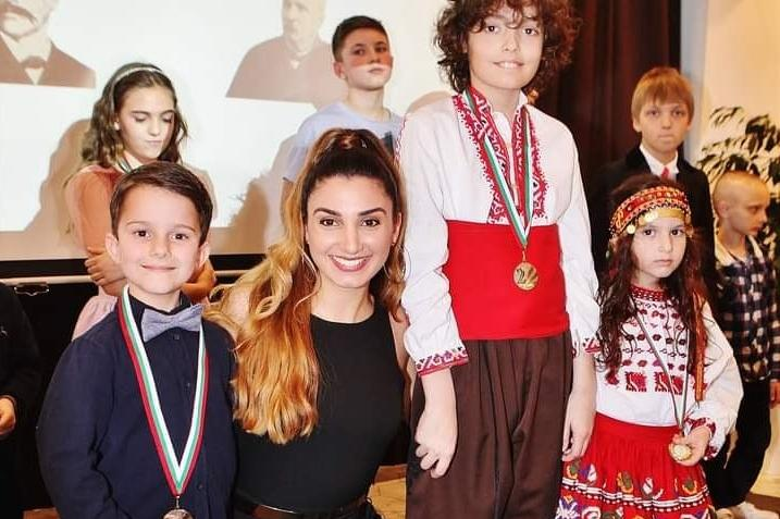 "Християна Лоизу пя ""Тих бял Дунав"" с малчугани"
