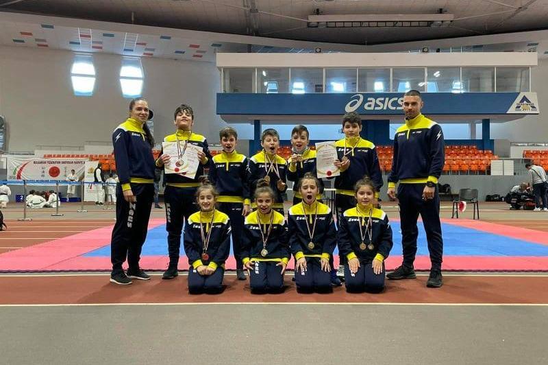 Софийският карате клуб МАКСспорт е комплексен шамипон на Националното първе