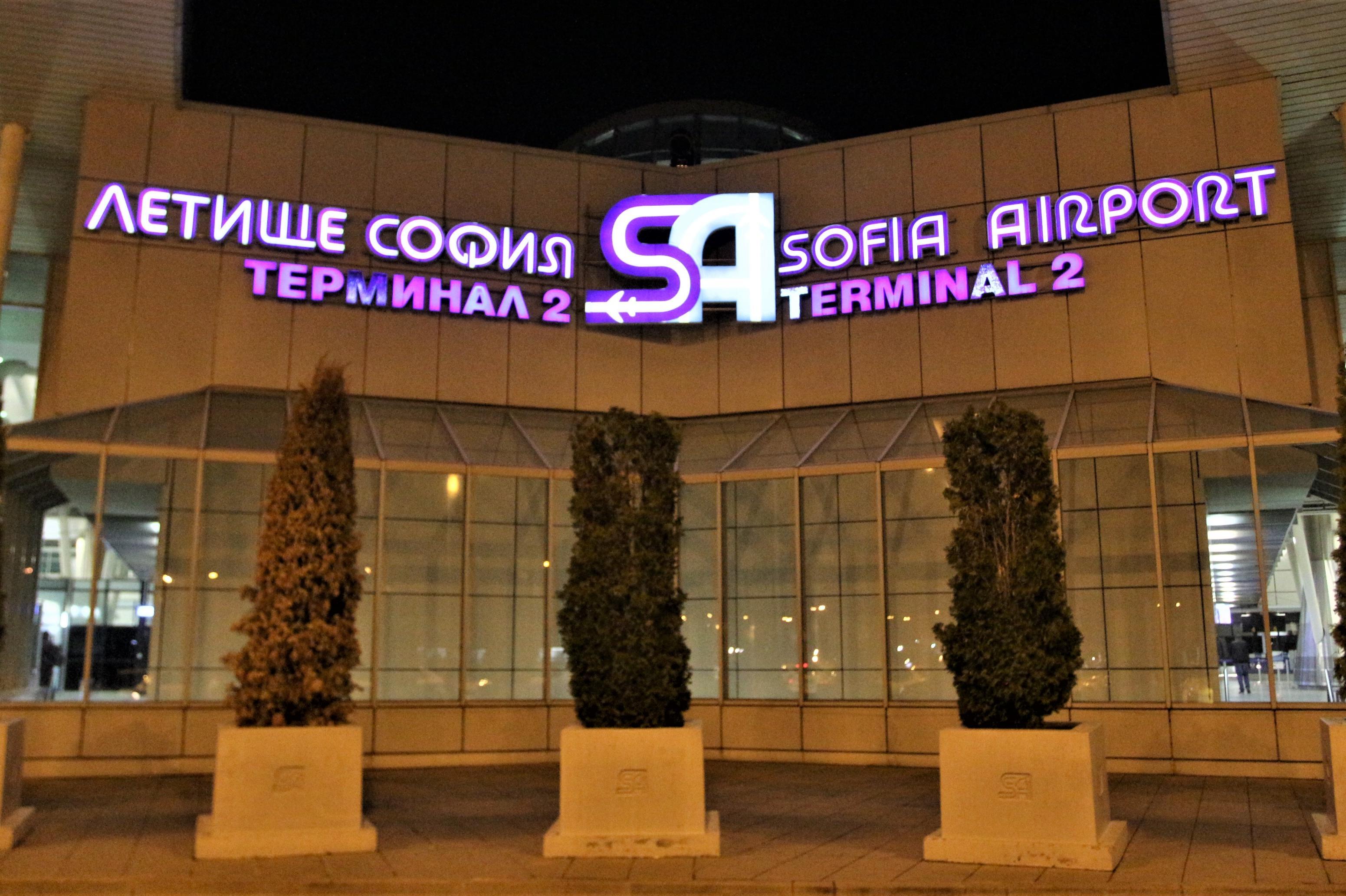 Индиецът от аварийно кацналия в София самолет буйства в съдебна зала