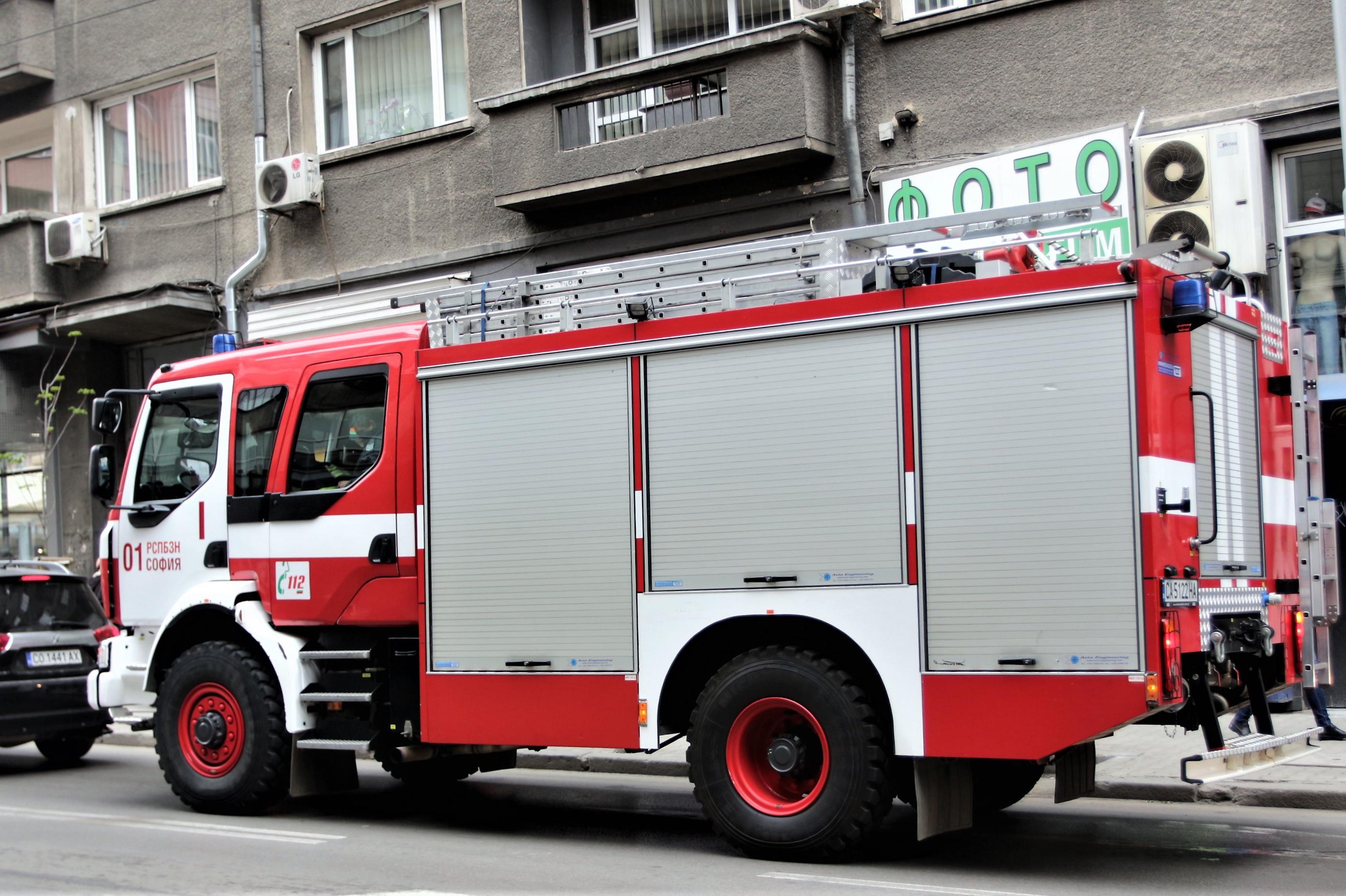 """На бул. """"България"""" се е запалил електрически колектор"""