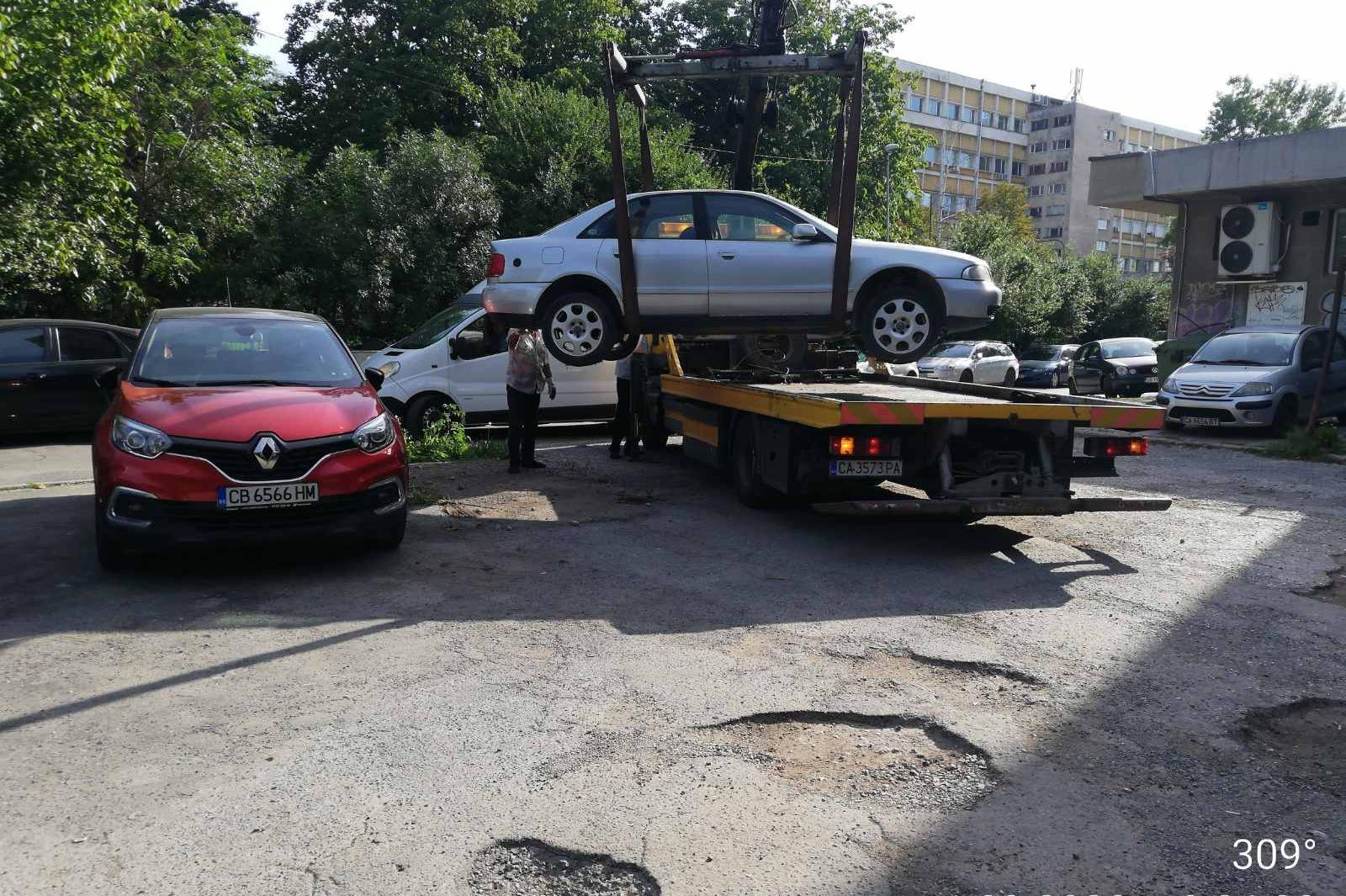За миналата година в София са вдигнати близо 500 изоставени коли