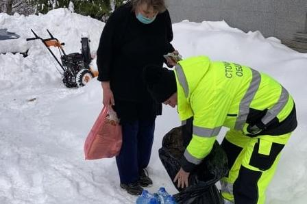 Екипите на АПП достигнаха до бедстващите над Владая, занесоха им храна и ле
