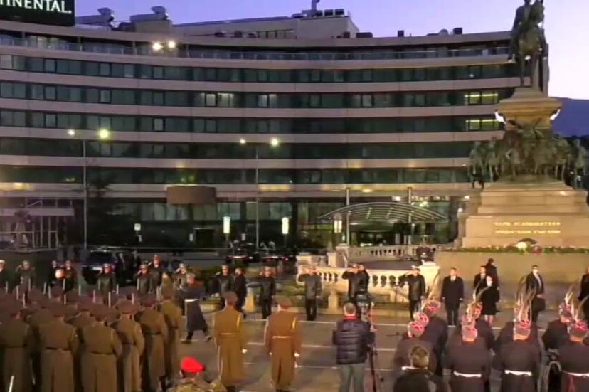 """На площад """"Народно събрание"""" се провежда тържествената заря- проверка"""