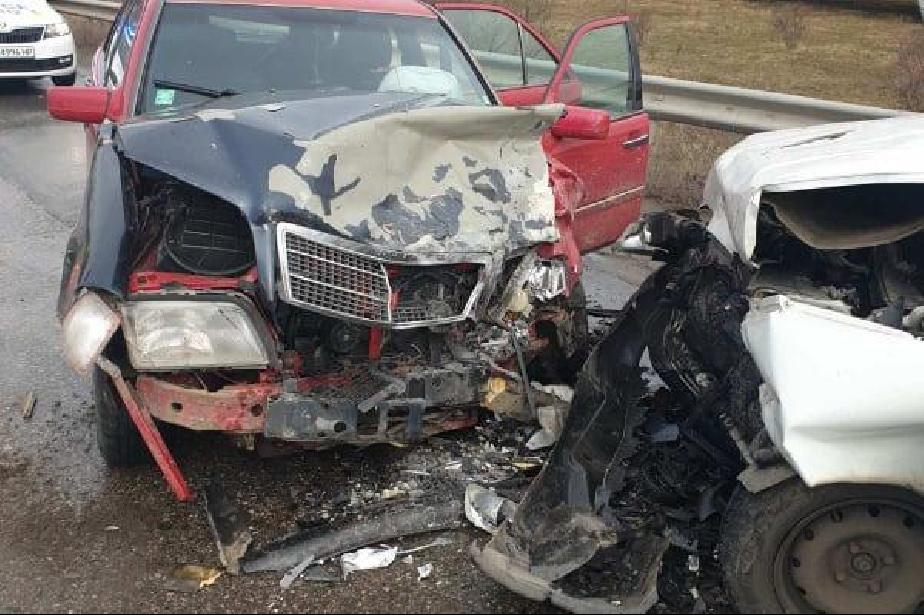 "Микробус и кола се удариха на ""Христофор Колумб"", има пострадал (ВИДЕО)"