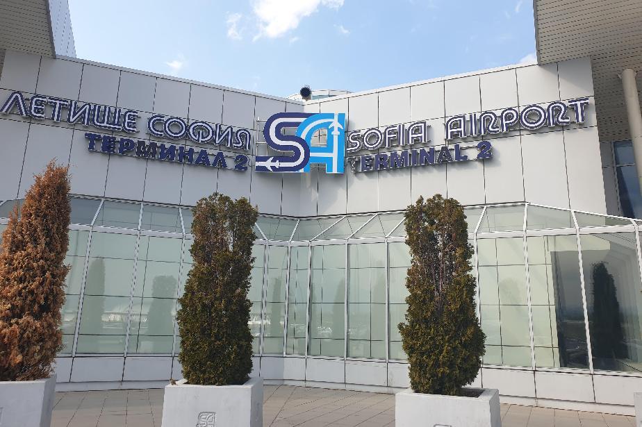 Самолет на Air France с аварийно кацане в София заради буйстващ пътник