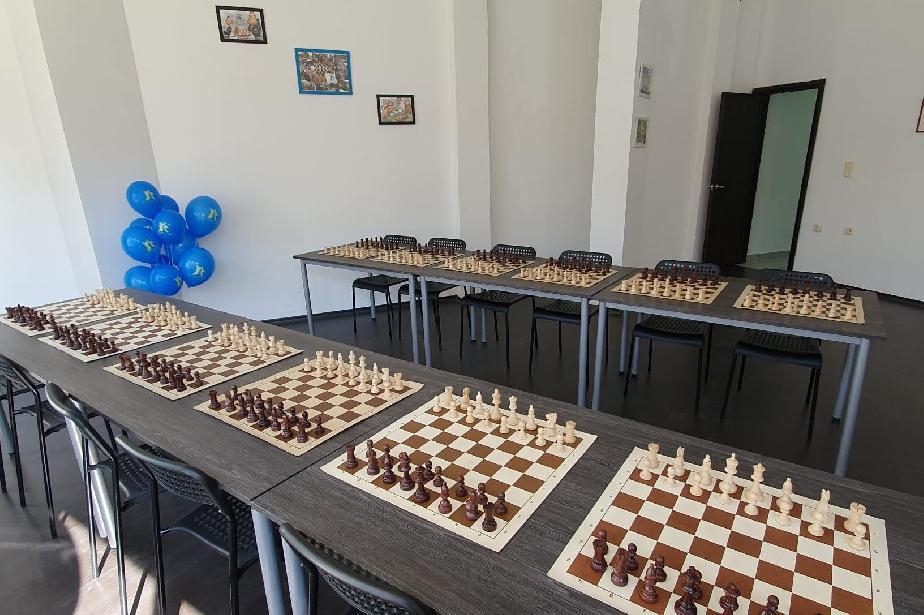 """Нова учебна зала зарадва малките шахматисти от клуб """"Елит"""""""