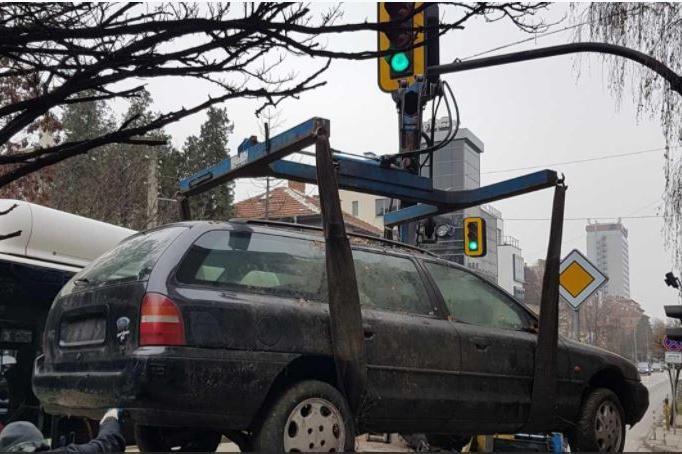 Вдигат стари автомобили в Лозенец